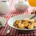 Kvinder der spiser en fiberrig kost i ungdommen reducerer deres risiko for at udvikle brystkræft senere i livet.