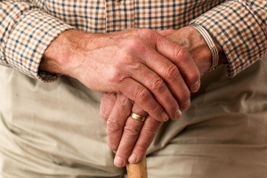 A characteristic symptom of Parkinson's disease is tremors in hands.