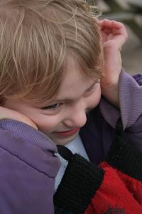 Autisme er en psykologisk udviklingsforstyrrelse. Da der findes flere former for autisme, taler man også om autisme-spektrum-forstyrrelser. Ved autisme taler man om vanskeligheder inden for det sociale samspil, social kommunikation og manglende fleksibilitet samt nedsat social forestillingsevne.
