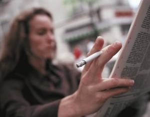 Rygende_kvinde